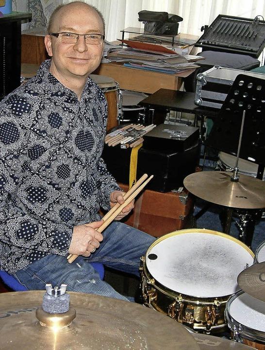 Michael Deusch machte aus seiner Leidenschaft für Schlagwerke eine Art Musical.   | Foto: Frey