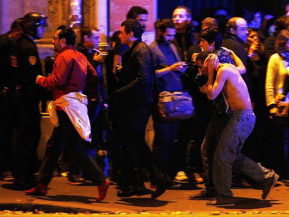 Müssen mit dem Trauma leben: Verletzte...ngekommene der Pariser Terroranschläge  | Foto: dpa