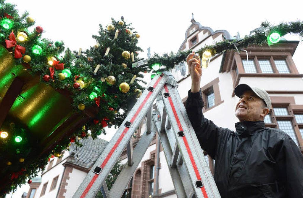 Freiburger weihnachtsmarkt ffnet und erstmals mit led for Lampen freiburg