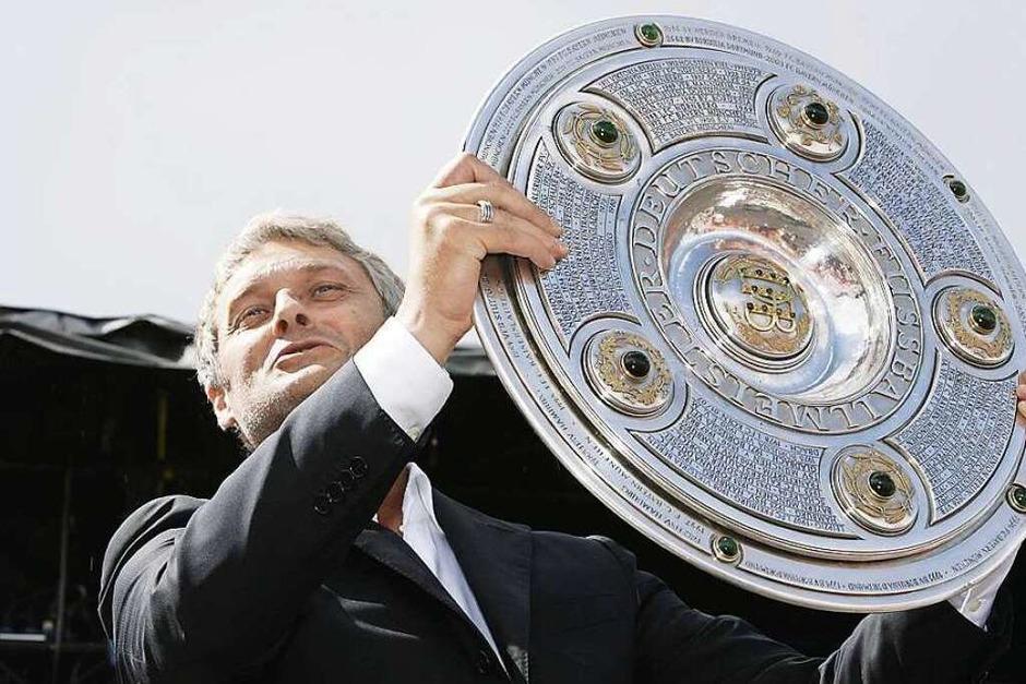 Armin Veh folgt auf Trapattoni und hat mehr Erfolg: Am Ende der Saison 2006/2007 holt er mit dem VfB die deutsche Meisterschaft. (Foto: dpa)