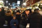 Fotos: Hilfe zum Helfen beim Bummel �ber den Weihanchsmarkt