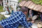 Fotos: Oberwindener baut XXL-Weihnachtskrippe im Garten