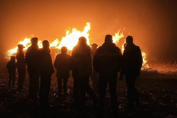 Ein weit hin sichtbares Feuer hat das Bürgerbündnis Bahn Markgräflerland (BBM) am Donnerstagabend entzündet.