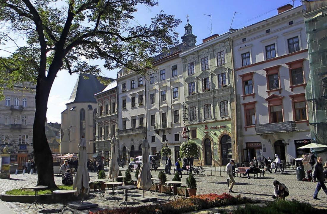 Der Platz rings um das Rathaus aus der...usern aus dem 18. und 19. Jahrhundert.    Foto: Niklas Arnegger