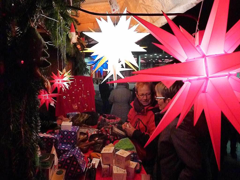 Bummel durchs budendorf titisee neustadt badische zeitung - Leuchtende weihnachtsdeko ...