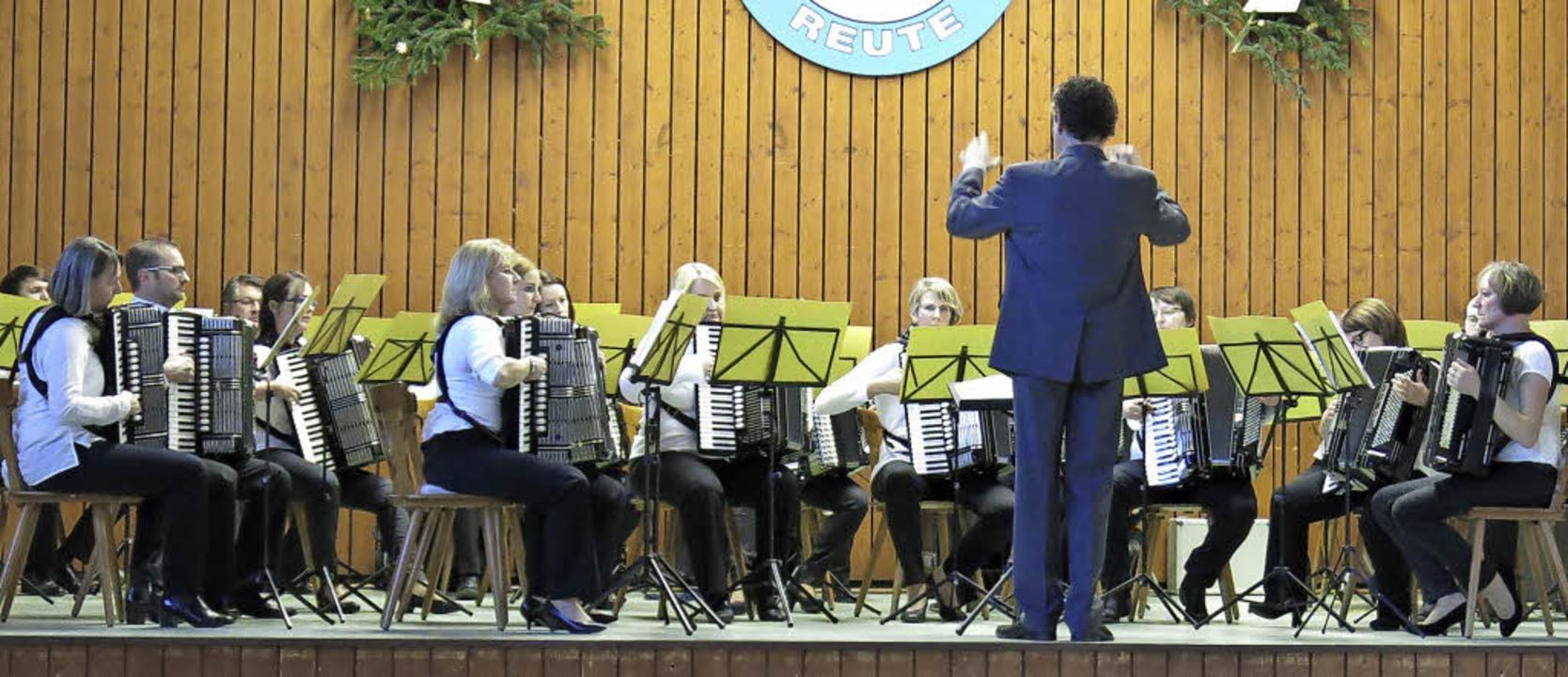 Das Hauptorchester unter der Leitung von Florian Siegel  | Foto: Georg Voß