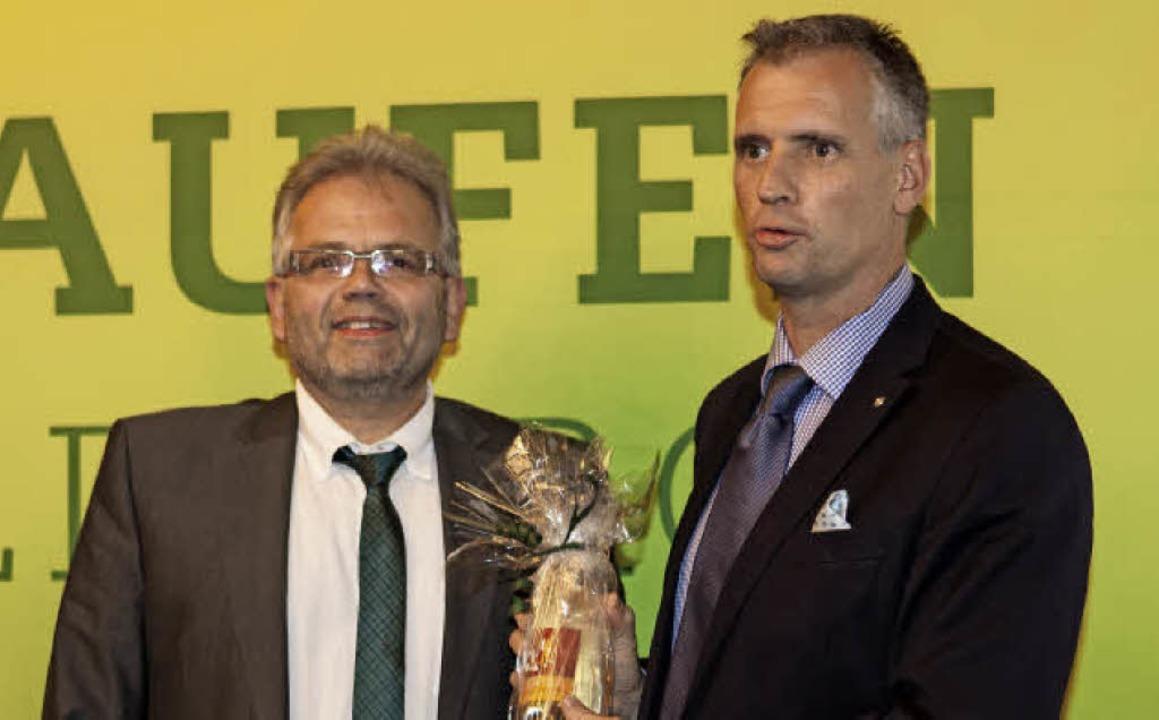 Uwe Klos,  Vorsitzender der Werbegemei...rechts) für den informativen Vortrag.   | Foto: Gabriele Zahn