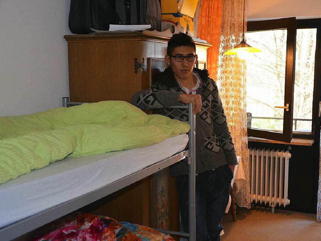 wie 110 fl chtlinge im ehemaligen hotel riedhof leben mei enheim badische zeitung. Black Bedroom Furniture Sets. Home Design Ideas
