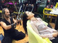 Spanischer Friseur setzt auf Schwerter statt Scheren