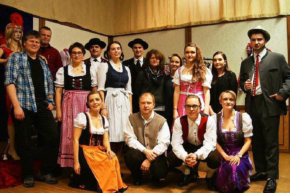 """Januar: Musik und das Theaterstück """"Mit Strumpfband und Lederhose"""" beim Musikverein Biederbach. (Foto: Roland Gutjahr)"""