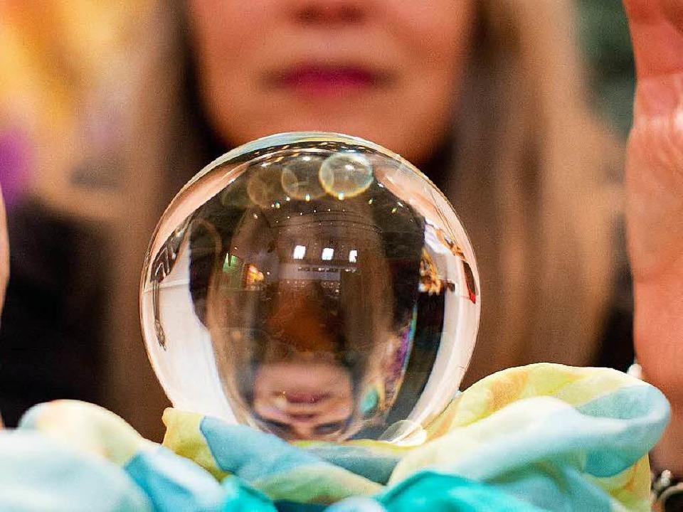Ob sich Erkenntisse über die Zukunft i...en? Zweifel sind angebracht. Foto: dpa    Foto: Sebastian Kahnert