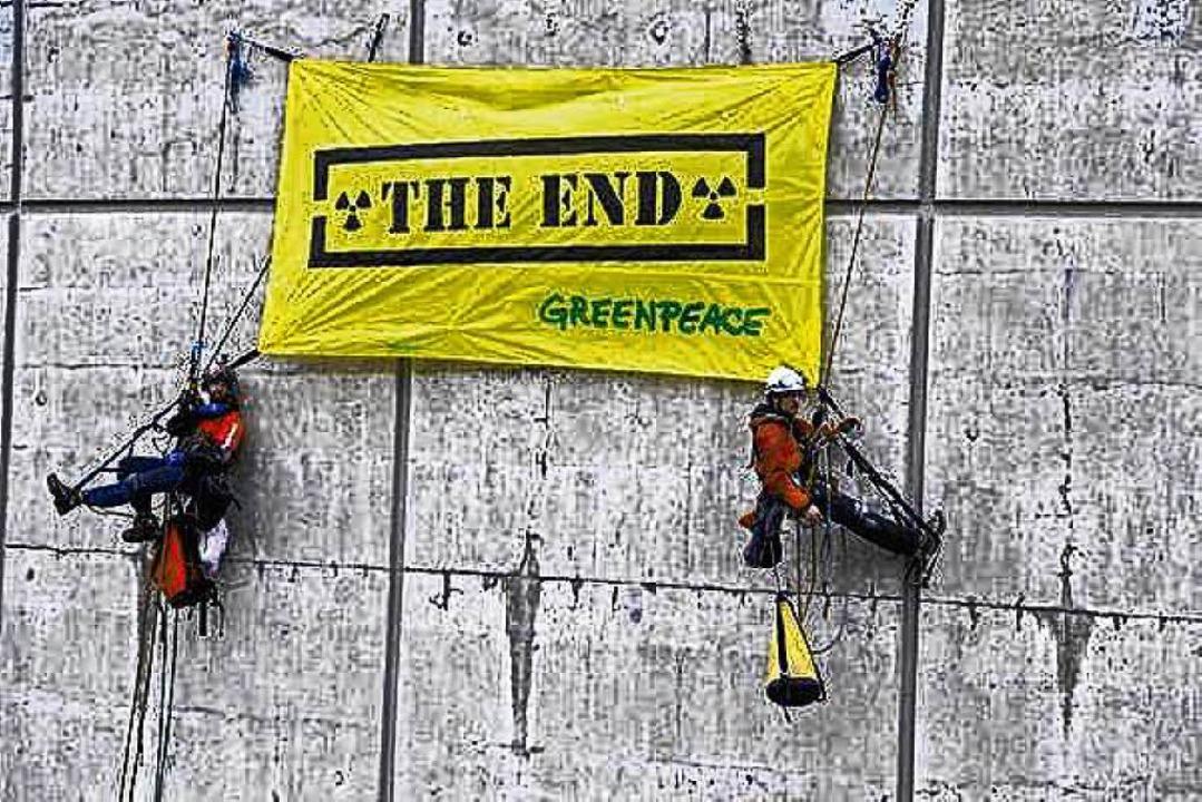 Schon 2014 protestierte Greenpeace am AKW Beznau.    Foto: Christian Schmutz