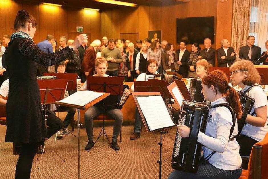 Der HHC Kirchhofen mit Dirigentin Andrana  Domke sorgte beim Empfang für die  Musik. (Foto: Andrea Gallien)