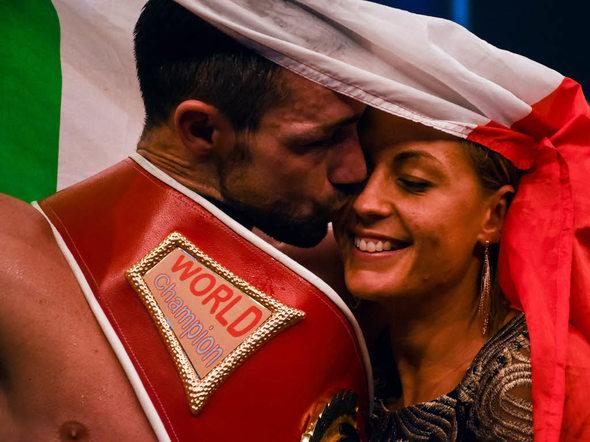 Offenburg spektakel wie war s bei der boxnacht in der for Weihnachtsgeschenk ehefrau