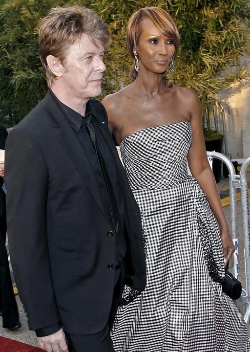 Bowie 2006 in New York mit seiner Ehefrau Iman  | Foto: dpa
