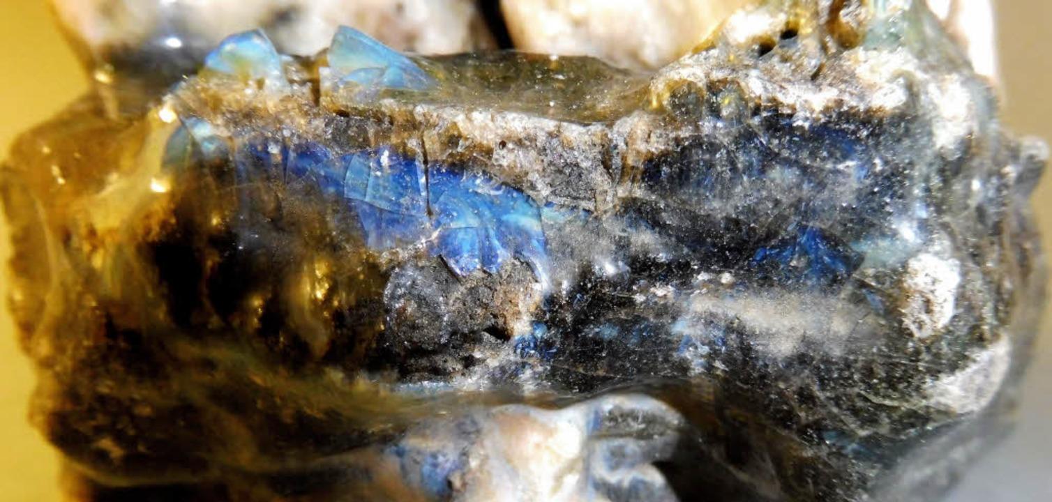 Stummer Zeuge: blau-grüne Glasschmelze...staltung in Hasel mitgebracht werden.   | Foto: Werner Störk