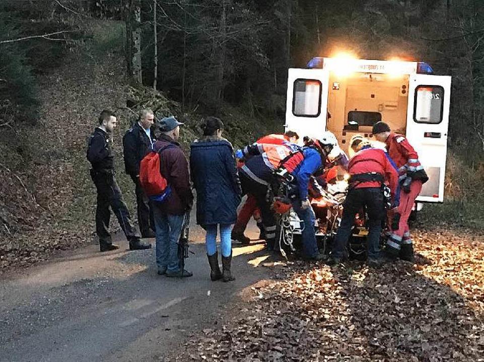 Bergwachteinsatz in Oberglottertal. De...in das Rettungsfahrzeug transportiert.  | Foto: Bergwacht