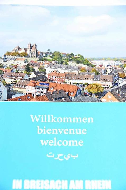 Wichtige Adressen finden die Flüchtlinge in der Willkommensbroschüre.  | Foto: Agnes Pohrt