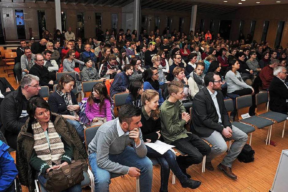 An die 250 Besucher waren zu der Kandidatenvorstellung der besonderen Art gekommen. (Foto: Bettina Schaller)