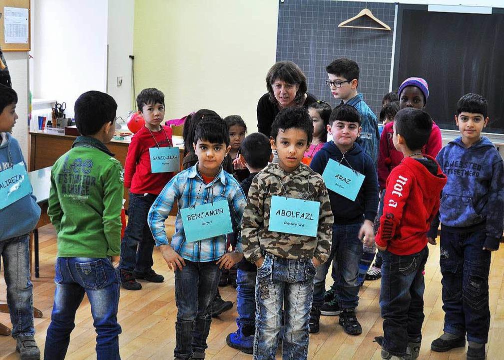 Kinder, deren Eltern in der Flüchtling...ag im Theresianum willkommen geheißen.  | Foto: Kai Kricheldorff