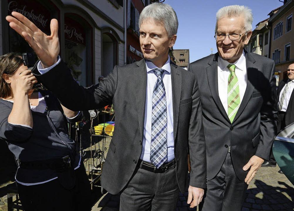 2014 war der Besuch Winfried Kretschma...hnung einer Finanzierungsvereinbarung.  | Foto: dpa