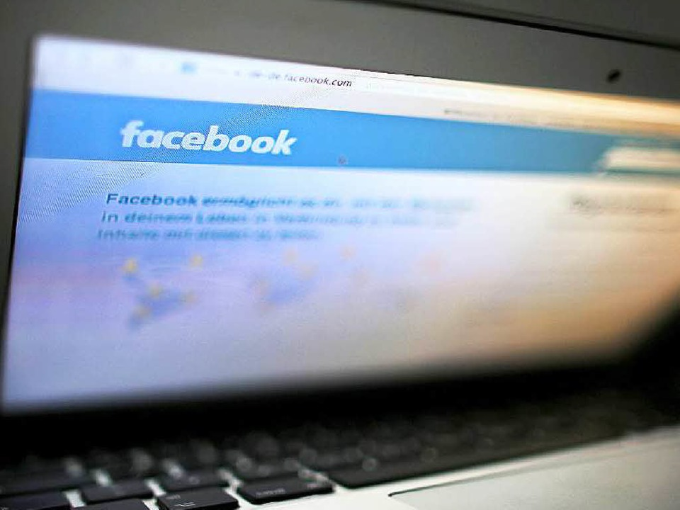 Auf Facebook häufen sich Hasskommentare und Äußerungen rassistischer Natur.  | Foto: dpa