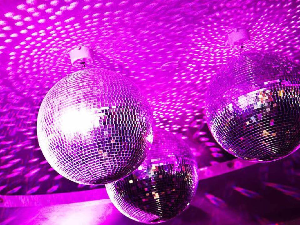 Wer darf unter der Diskokugel tanzen? ...ür Taten anderer bestraft werden darf.  | Foto: Dominic Rock
