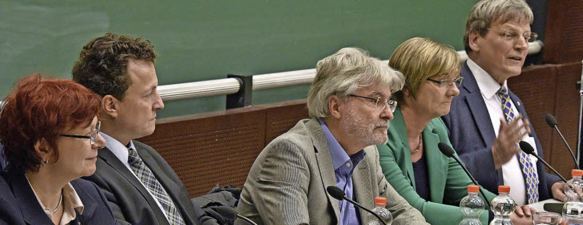 Podium mit etlichem Konsens: (von link...mann (Die Grünen), Eicke Weber (FDP).   | Foto: Michael Bamberger