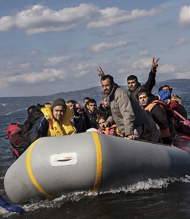 Flüchtlinge vor Lesbos  | Foto: dpa