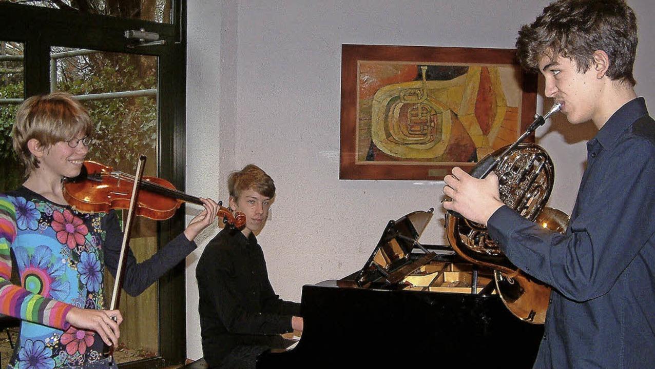 """Erfolgreiches Geschwister-Trio: Meike,...ugend musiziert"""" in Rheinfelden.     Foto: Roswitha Frey"""