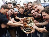 Handballer im H�henrausch: 10.000 Fans feiern mit