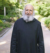 Pater Anselm Gr�n kommt in den Paulussaal