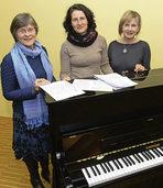 Drei Frauen �bernehmen M�nnerstimmen im Pep Chor
