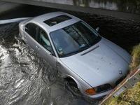 Mann stirbt nach Verkehrsunfall bei Kirchzarten im Bachbett