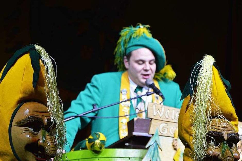 Oberzunftmeister Michael Heizmann eröffnet die Welschkorngeister-Show im Bürgerhaus. (Foto: Rebecca Kiefer)