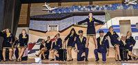 Piloten und Stewardessen erobern die Halle