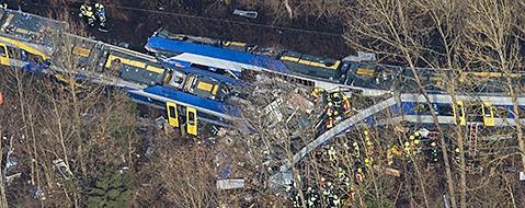 9 Tote und 18 Schwerverletzte bei Zugungl�ck in Bayern