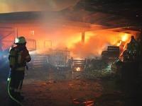 Schuppen eines Aussiedlerhofes brennt - Gro�einsatz