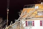 Fotos: Baum kracht auf Wohnhaus – Unwetter in Freiburg