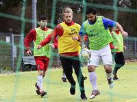 Fl�chtlinge trainieren beim SC Freiburg und dem PSV