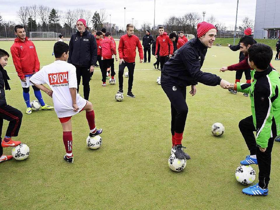 Auch Spieler der U-16-Mannschaft engagieren sich.  | Foto: Thomas Kunz