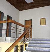 Das Treppenhaus der Halle bekommt eine neue Decke
