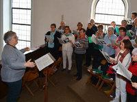 Claudia G�tting dirigiert jetzt den Gesangverein Rhenus