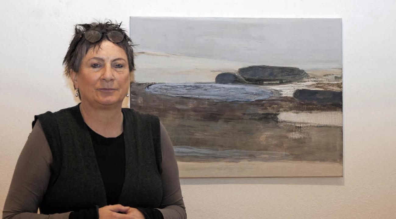 Die Künstlerin Petra Blocksdorf stellt derzeit im Georg-Scholz-Haus aus.  | Foto: Helmut Rothermel