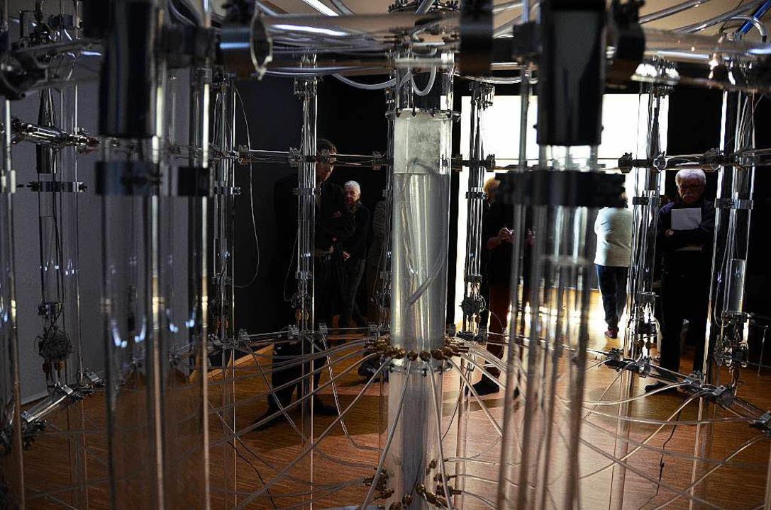 Aura calculata: Roths Installation erz...ng eine hydropneumatische Wassermusik.    Foto: Ralf burgmaier