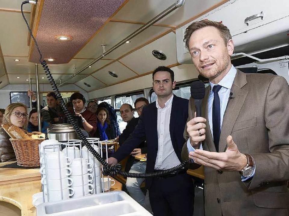 Nahwahlkampf: Christian Lindner im Partywagen der VAG  | Foto: Ingo Schneider