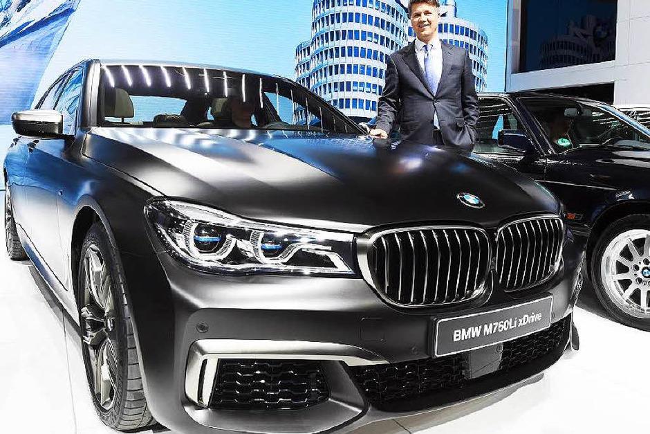 Die Luxuslimousine BMW 760Öi hat zwölf Zylinder unter der Haube. (Foto: dpa)