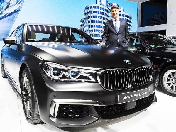 Die Luxuslimousine BMW 760Öi hat zwölf Zylinder unter der Haube.
