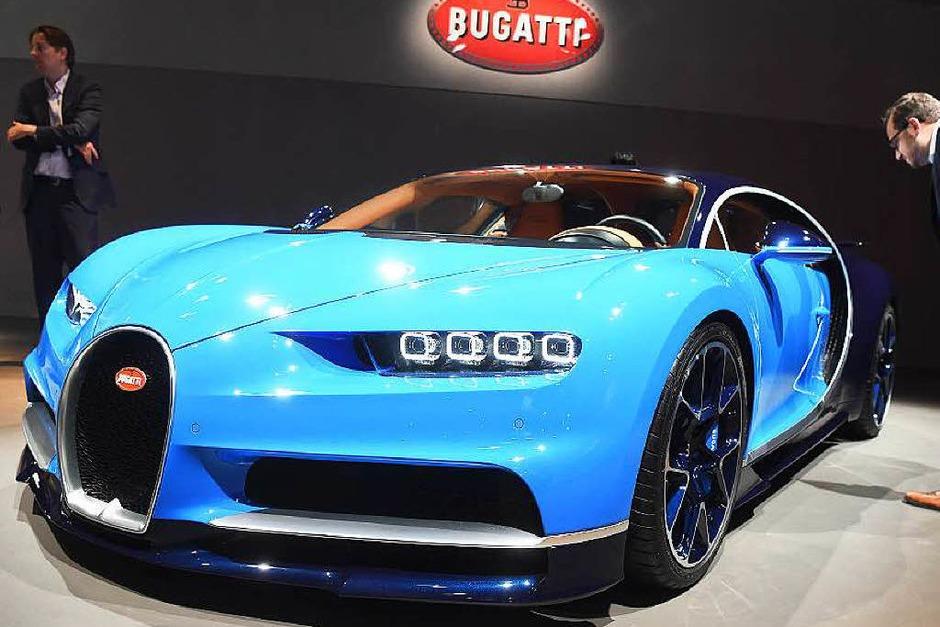Der Bugatti Chiron löst den Veyron ab. Die Eckdaten: 1500 PS, 1600 Nm Drehmoment, 420 km/h, von 0 auf 100 unter 2,5 Sekunden, Basispreis: 2,4 Millionen Euro. Limitiert auf 500 Stück. (Foto: dpa)