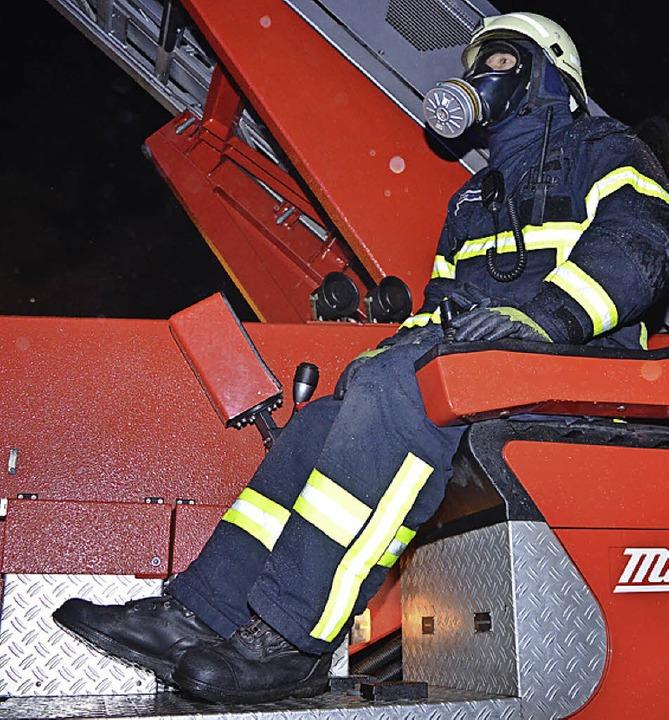 Auch die Drehleiter war im Einsatz.  | Foto: Kamera24tv